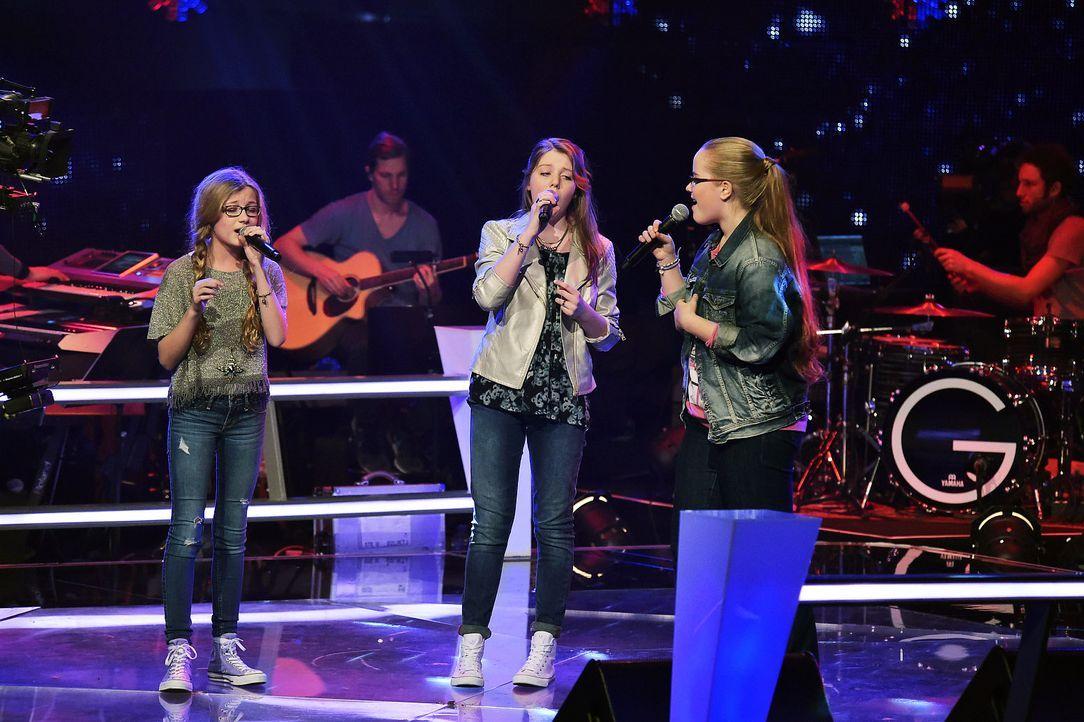 The-Voice-Kids-Stf03-Epi06-Auftritte-05-Cosma-Liv-Elinor-SAT1-Andre-Kowalski - Bildquelle: SAT.1/Andre Kowalski