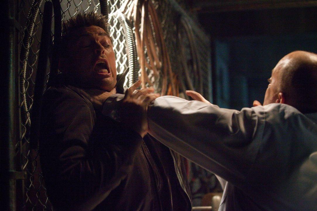 Sein neuster Fall bringt John (Karl Urban, l.) in große Gefahr ... - Bildquelle: Warner Bros. Television