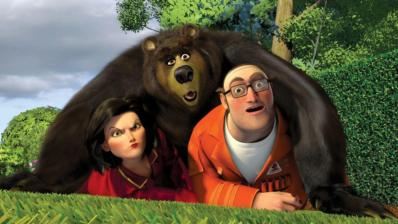 """Die Tierwelt spielt verrückt: Gladys Sharps (l.) und der """"Verminator"""" Dwayne finden sich plötzlich unter dem Grizzlybär Vincent (M.) wieder ... - Bildquelle: United International Pictures"""