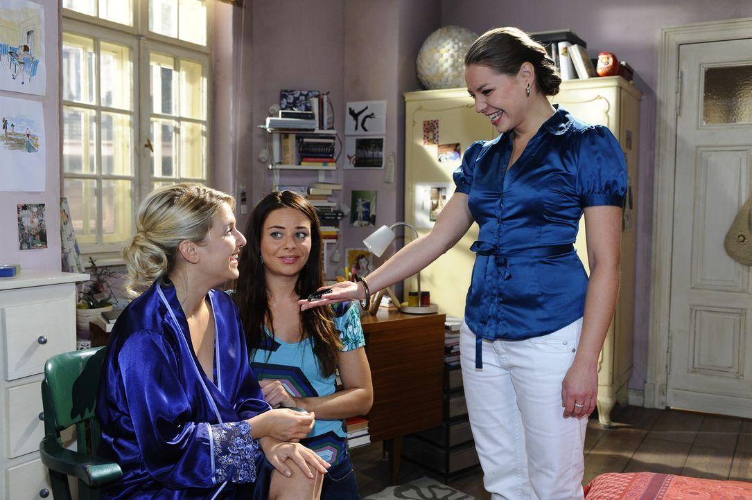 Paloma (Maja Maneiro, M.) ist froh, dass Katja (Karolina Lodyga, r.) sich endlich mit Anna (Jeanette Biedermann, l.) versöhnt. - Bildquelle: Sat 1