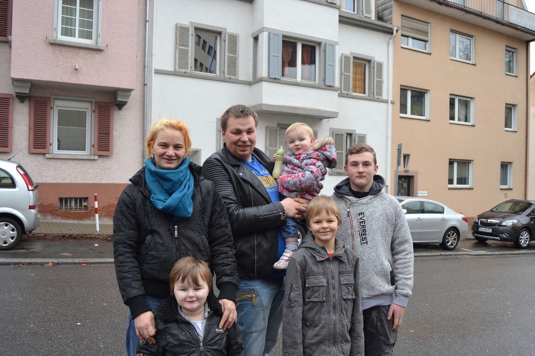 Die sechsköpfige Familie Immetsberger-Bielmann (Bild) tauscht ihre kleine Mietwohnung und ihr gewohntes Wochenbudget von 197,50 Euro für sieben Tage... - Bildquelle: SAT.1