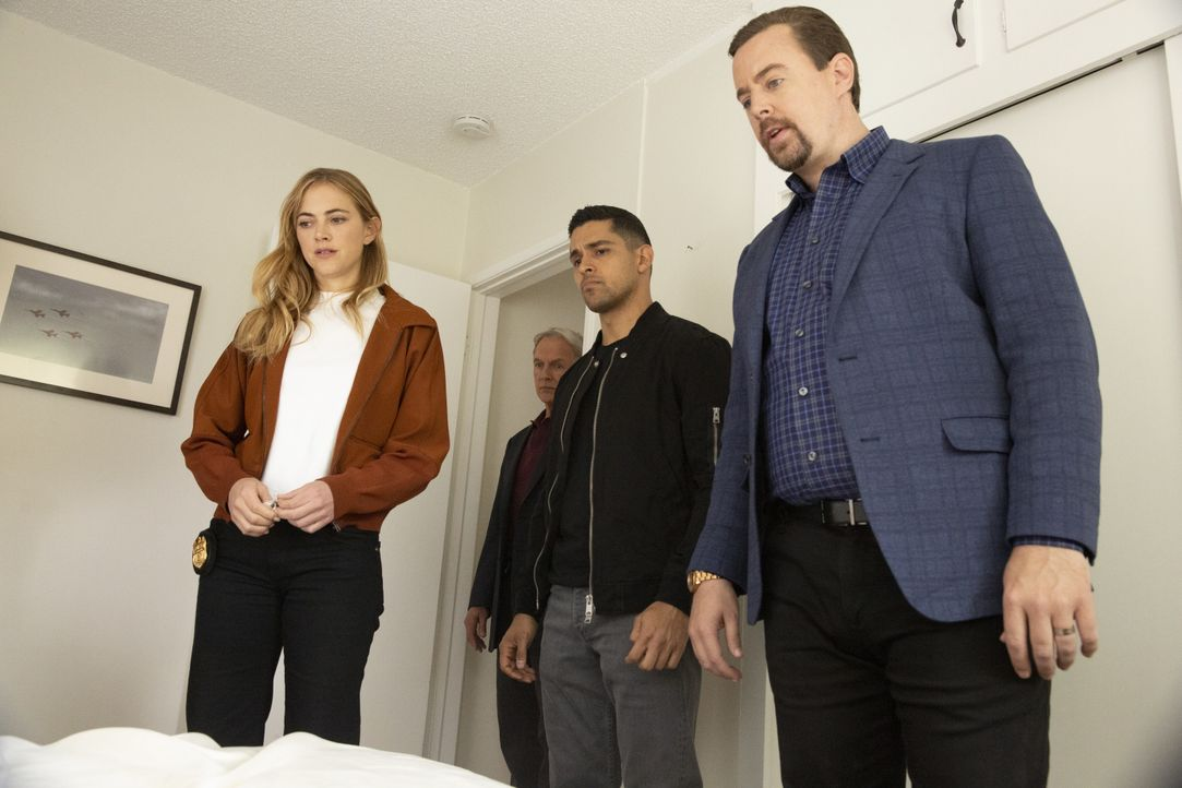 (v.l.n.r.) Ellie Bishop (Emily Wickersham); Leroy Jethro Gibbs (Mark Harmon); Nick Torres (Wilmer Valderrama); Timothy McGee (Sean Murray) - Bildquelle: Michael Yarish 2019 CBS Broadcasting, Inc. All Rights Reserved / Michael Yarish