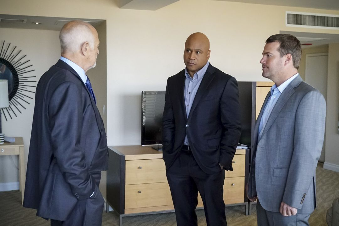 (v.l.n.r.) Hollace Kilbride (Gerald McRaney); Sam Hanna (LL Cool J); G. Callen (Chris O'Donnell) - Bildquelle: Bill Inoshita 2019 CBS Broadcasting, Inc. All Rights Reserved. / Bill Inoshita