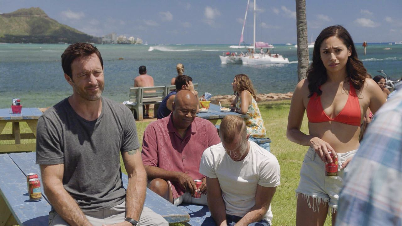 (v.l.n.r.) Steve McGarrett (Alex O'Loughlin); Lou Grover (Chi McBride); Danny Williams (Scott Caan); Tani Rey (Meaghan Rath) - Bildquelle: 2019 CBS Broadcasting, Inc. All Rights Reserved.