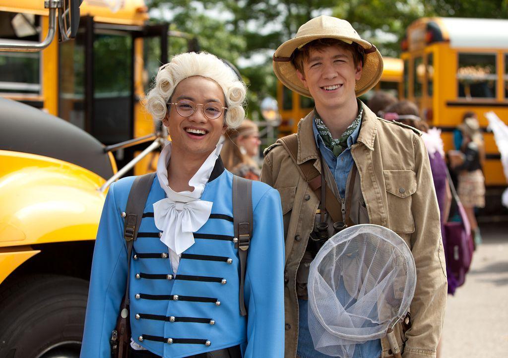 Ausgerechnet mit den zwei größten Losern der Schule, Peng (Osric Chau, l.) und Roosevelt (Thomas Mann, r.), muss Wren schließlich Halloween verbring... - Bildquelle: (2014) Paramount Pictures. All Rights Reserved.