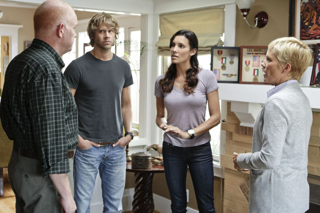 Gemeinsam mit Sam und Callen versuchen, Kensi (Daniela Ruah, 2.v.l.) und Deeks (Eric Christian Olsen, 2.v.r.) einen neuen Fall aufzuklären ... - Bildquelle: CBS Studios Inc. All Rights Reserved.