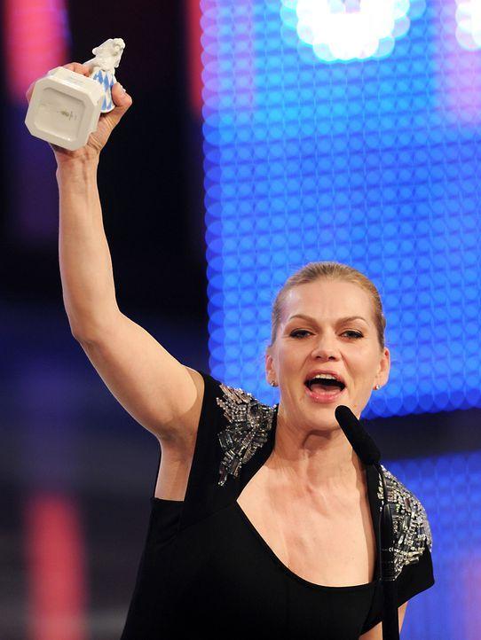 Bayerischer-Fernsehpreis-2012-Anna-Loos-12-05-04-dpa - Bildquelle: dpa