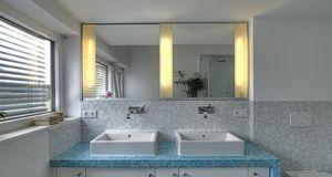 Praktische Kombi: Spiegel und Licht – so geht beim Schminken nichts mehr schief.