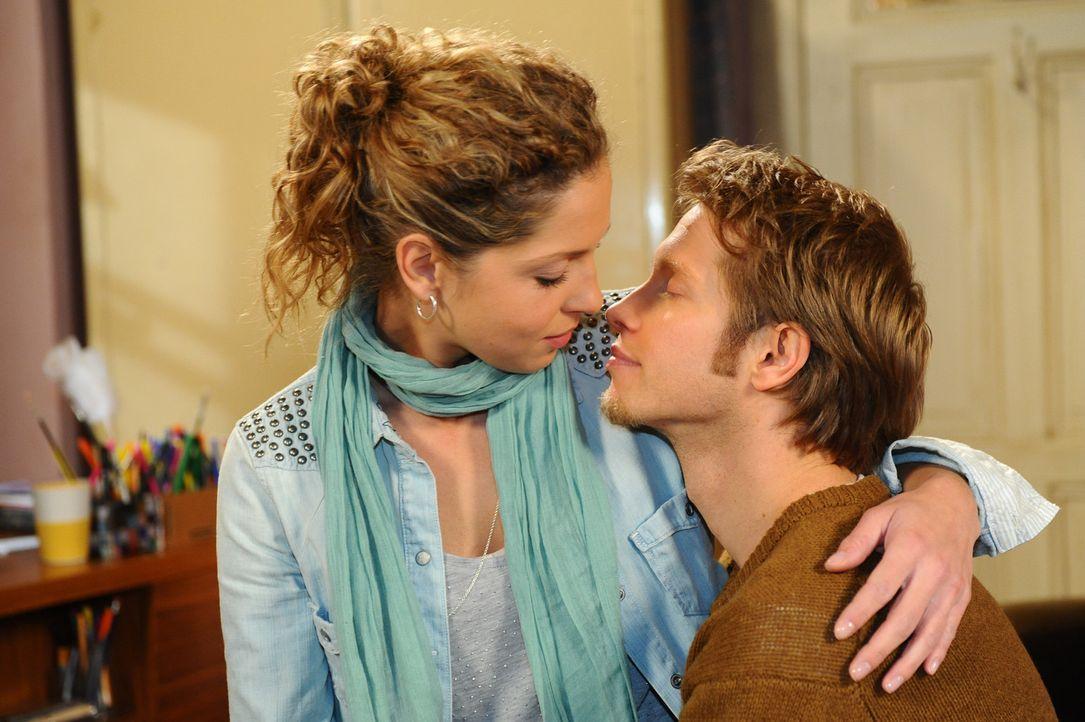 Hat ihre Liebe eine Chance? Nina (Maria Wedig, l.) und Jojo (Bernhard Bozian, r.) ... - Bildquelle: SAT.1