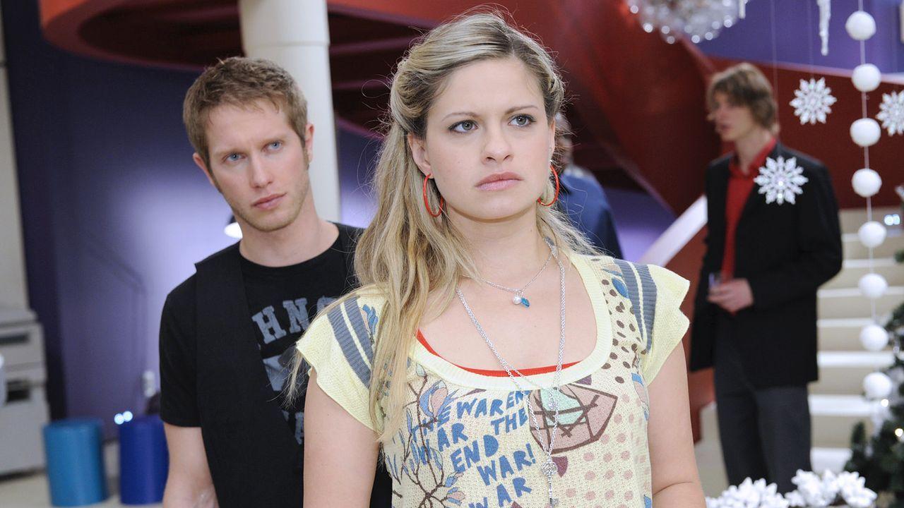 Anna-und-die-Liebe-Folge-335-04-Sat1-Oliver-Ziebe - Bildquelle: SAT.1/Claudius Pflug
