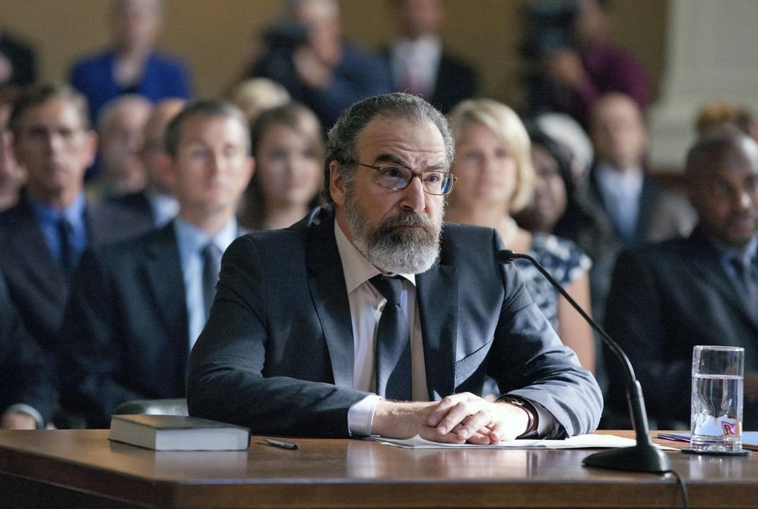 Kann Saul (Mandy Patinkin) Carrie vor dem Untersuchungsausschuss noch helfen? - Bildquelle: 2013 Twentieth Century Fox Film Corporation. All rights reserved.