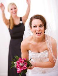 Alle, die ihren Brautstrauß gern behalten möchten, lassen sich einfach einen...