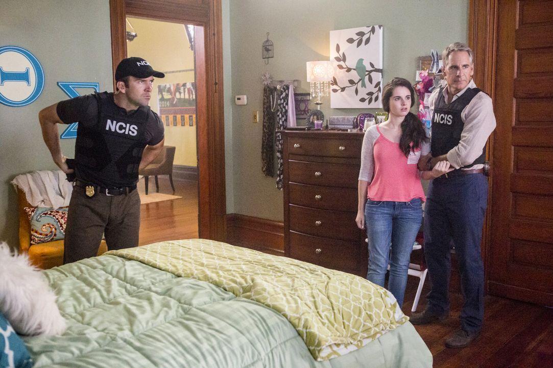 LaSalle (Lucas Black, l.) und Pride (Scott Bakula, r.) ermitteln in einem neuen Mordfall. Dabei stoßen sie auf Natalie Lane (Vanessa Marano, M.). Do... - Bildquelle: 2014 CBS Broadcasting Inc. All Rights Reserved.