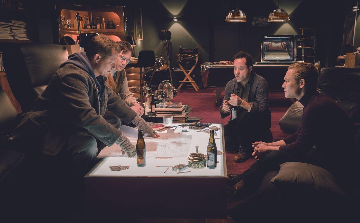 "(v.l.n.r.) Chris (Til Schweiger); Tobias (Michael ""Bully"" Herbig); Peter (Jan Josef Liefers); Max (Matthias Schweighöfer) - Bildquelle: 2016 Hellinger/Doll Filmproduktion GmbH/Warner Bros. Entertainment GmbH. All rights reserved."