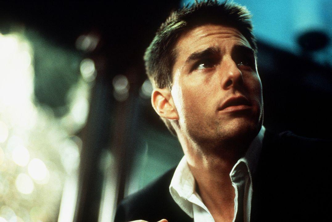 Als der junge Agent Ethan Hunt (Tom Cruise) sieht, wie seine Kollegen zu Tode kommen und sein Chef und väterlicher Freund, Jim Phelps, blutüberstr... - Bildquelle: Paramount Pictures