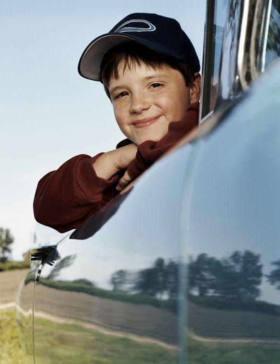 Chris (Josh Hutcherson) ist fasziniert von einem großen Zirkusschiff, von dem sein Großvater immer und immer wieder Geschichten erzählt. Um herau... - Bildquelle: CBS International Television