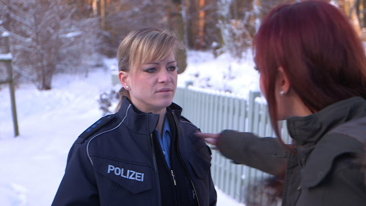 Michelle (r.) versucht alles, um Mutter Christina (l.) zu tyrannisieren ... - Bildquelle: SAT.1