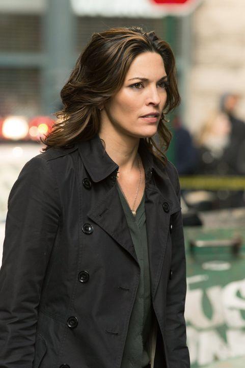 Der Mord an einem Geschäftsmann stellt Jo (Alana De La Garza) vor einige schwierige Fragen ... - Bildquelle: Warner Brothers