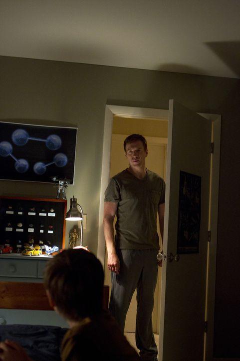 Nicholas Brody (Damian Lewis, r.) versucht alles, um Chris (Jackson Pace, l.) von seinen Vaterqualitäten zu überzeugen ... - Bildquelle: 2011 Twentieth Century Fox Film Corporation. All rights reserved.