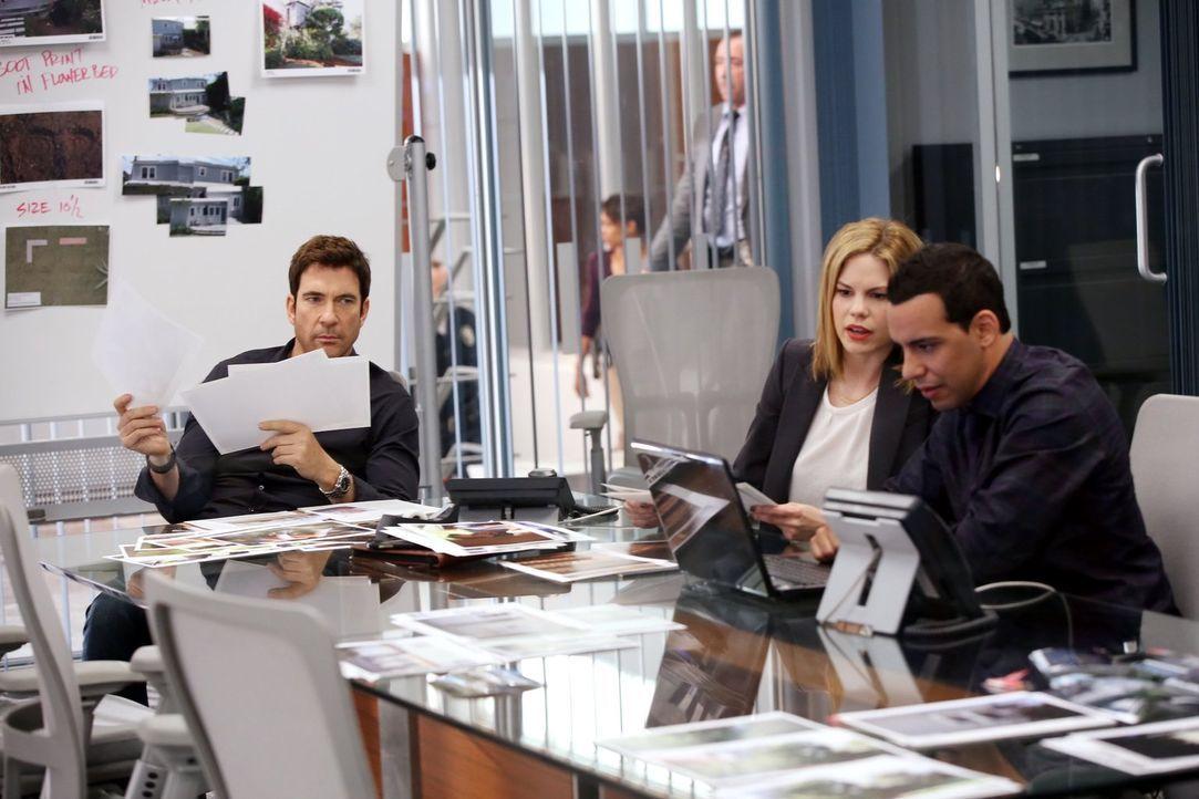 Müssen einen gefährlichen Stalker überführen: Detective Jack Larsen (Dylan McDermott, l.), Detective Janice Lawrence (Mariana Klaveno, M.) und Detec... - Bildquelle: Warner Bros. Entertainment, Inc.
