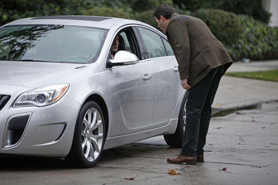 Weil Castle (Nathan Fillion, l.) einfach nicht locker lässt, bedroht Evas Mann, Cole (Ivan Sergei, r.), ihn sogar ... - Bildquelle: ABC Studios