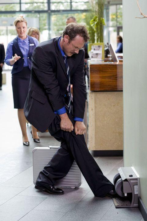 Eine Schuhputzmaschine - und noch dazu umsonst! Daran kann man einfach nicht vorbeigehen. Allerdings ist nicht jeder moderne technische Helfer immer... - Bildquelle: Guido Engels Sat.1