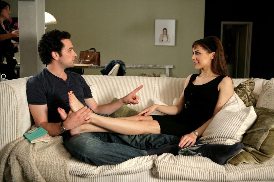 Kaum hat Jacks (Brittany Murphy, r.) den rassigen Argentinier Paolo kennen gelernt, da will sie auch schon mit ihrem besten Freund und Mitbewohner v... - Bildquelle: Chris Raphael 2007 EUROPACORP - SKYLINE (LoD) LIMITED