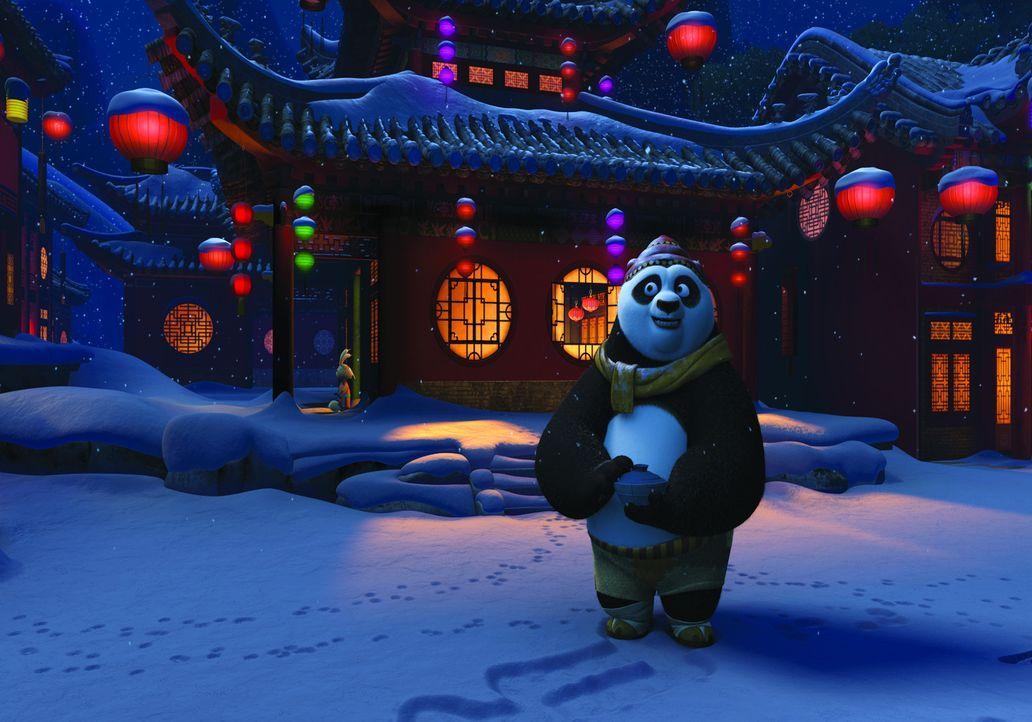 """Po würde so gerne das Winterfest mit seiner Familie und seinen Freunden feiern. Doch dieses Jahr muss er als """"Der Drachenkrieger"""" Gastgeber des die... - Bildquelle: 2008 DREAMWORKS ANIMATION LLC. ALL RIGHTS RESERVED."""