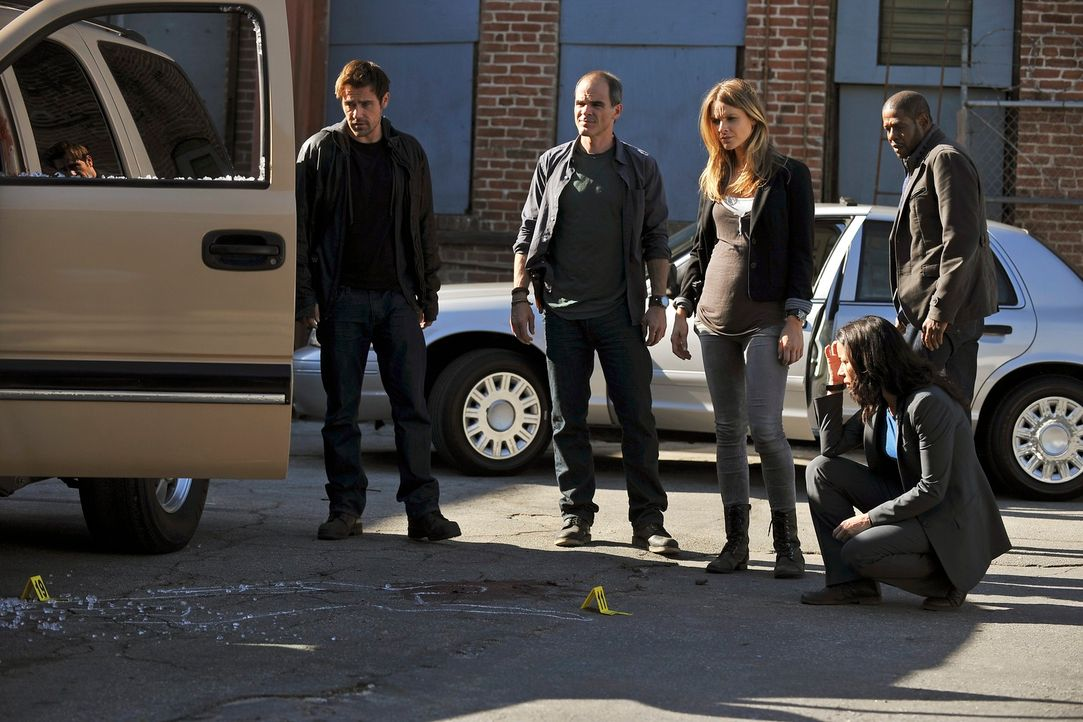 Ermitteln in einem neuen Fall: John (Michael Kelly, 2.v.l.), Beth (Janeane Garofalo, 2.v.r.), Sam (Forest Whitaker, r.), Gina (Beau Garrett, M.) und... - Bildquelle: ABC Studios