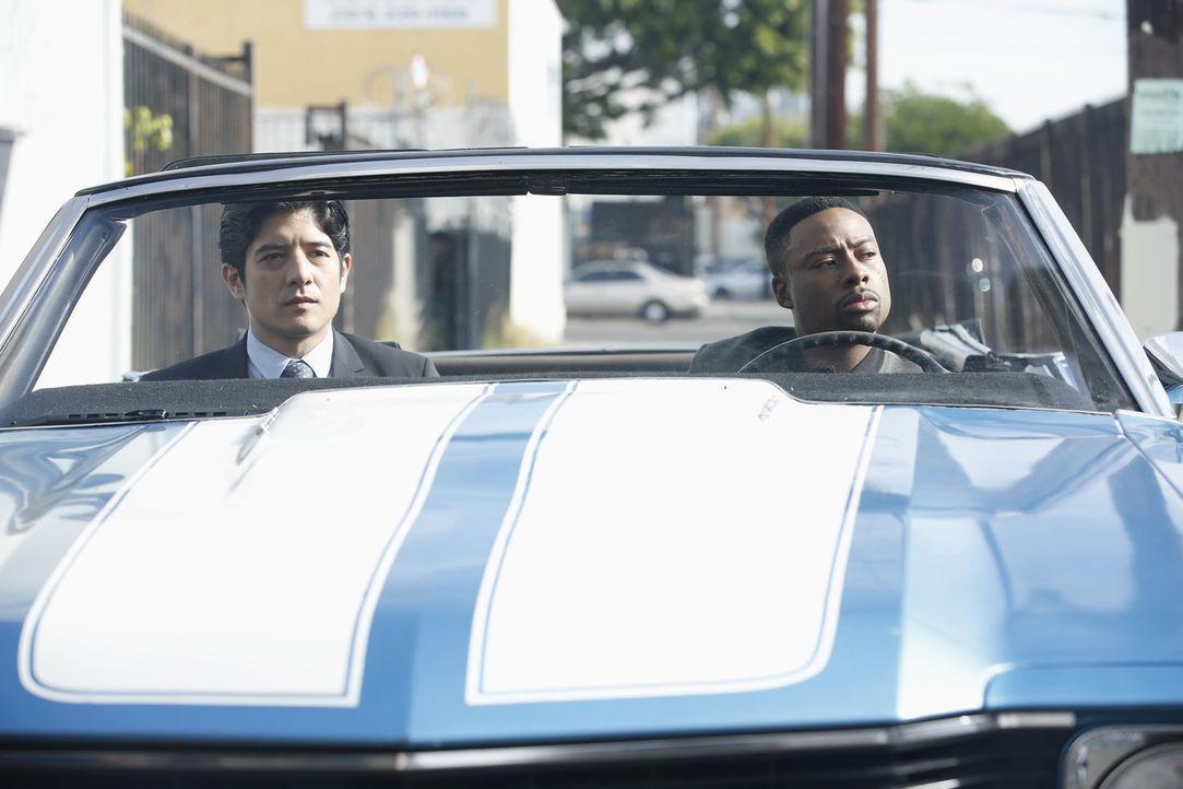 Ein neuer Fall wartet auf Lee (Jon Foo, l.) und Carter (Justin Hires, r.) - bei den Ermittlungen müssen sie feststellen, dass Quantou ihre Finger im... - Bildquelle: Warner Brothers