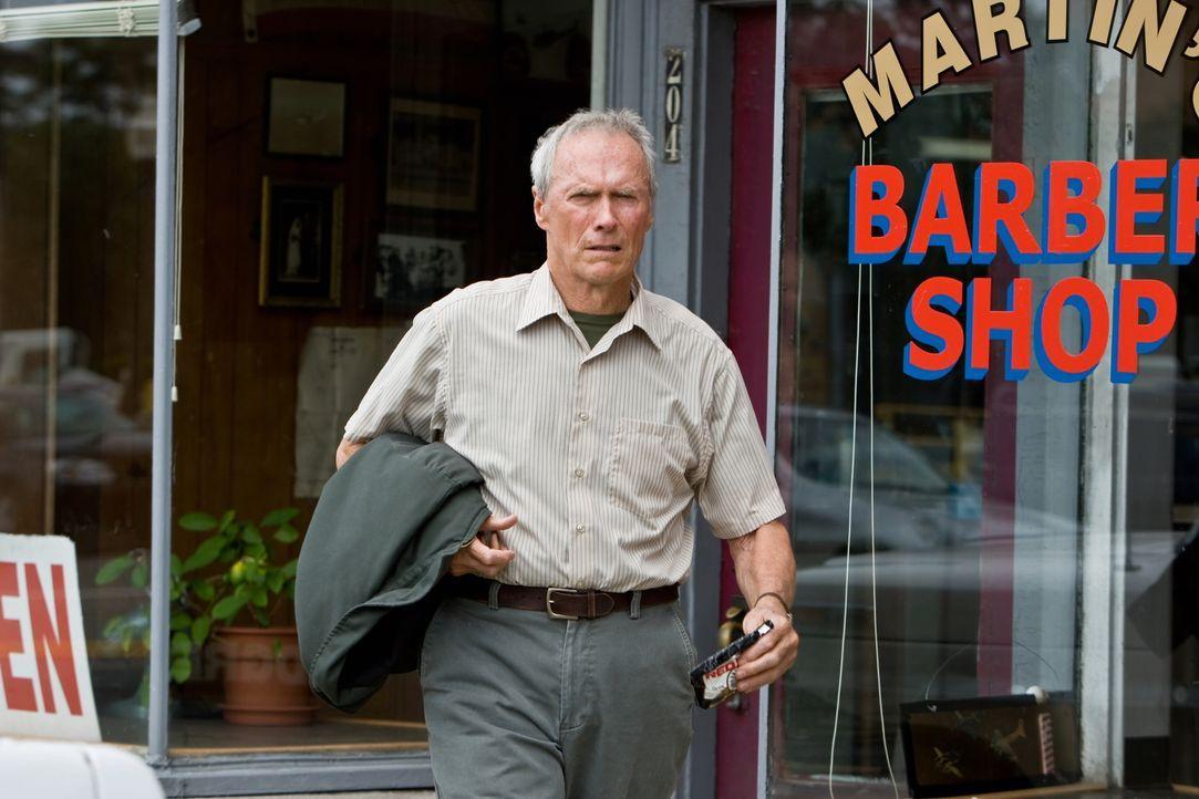 Dank seiner neuen Nachbarn wird der eigenwillige und rassistische Walt Kowalski (Clint Eastwood) ein verständnisvollerer Mensch ... - Bildquelle: Warner Bros