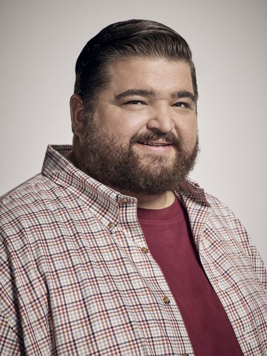 (8. Staffel) - Jerry Ortega (Jorge Garcia) ist trägt seit kurzem Stolz seine Polizeimarke der Hawaii Five-0 Task Force. Als Verschwörungstheoretiker... - Bildquelle: Justin Stephens 2017 CBS Broadcasting Inc. All Rights Reserved.