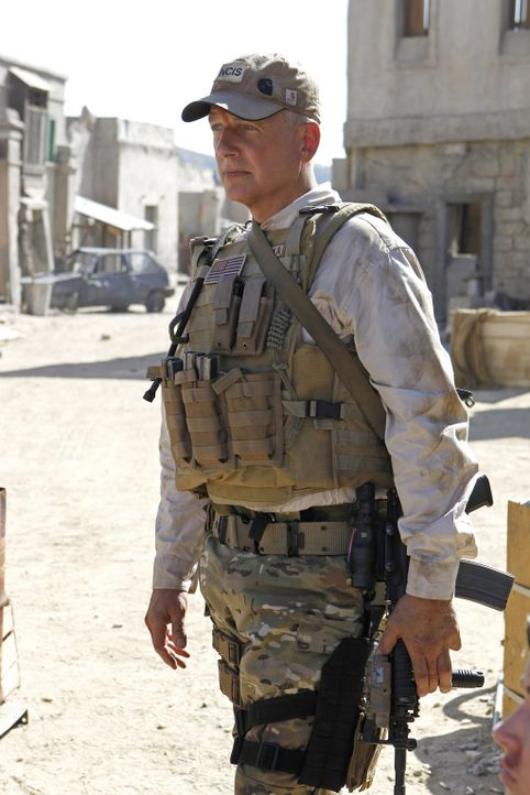 Muss mit Erinnerungen aus seiner Vergangenheit klarkommen: Gibbs (Mark Harmon) ... - Bildquelle: CBS Television
