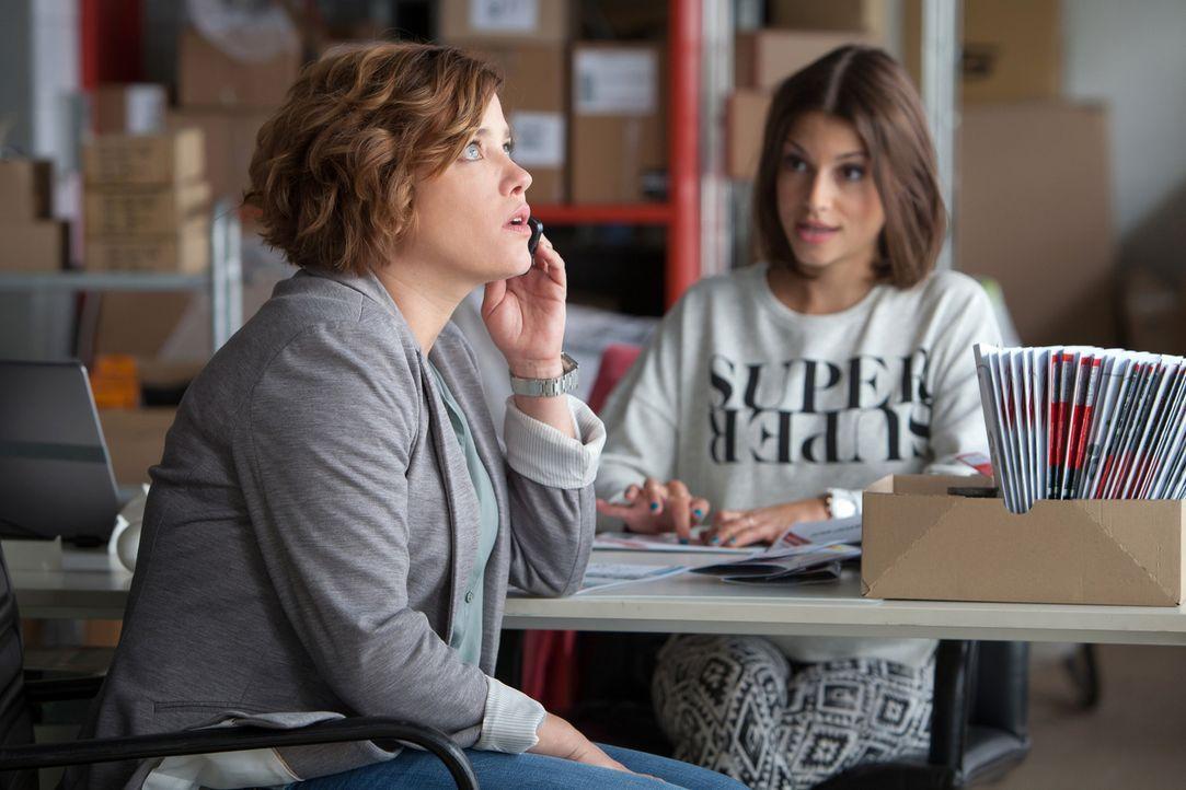 """Brittas (Muriel Baumeister, l.) erster Arbeitstag bei Loop wird der totale Horror. Abgesehen davon, dass """"Konkurrentin"""" Bibi (Anna Julia Kapfelsperg... - Bildquelle: Conny Klein SAT.1"""