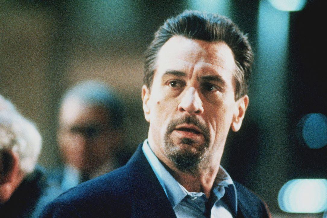 Der Boden unter seinen Füssen wird immer heißer, doch er hat sich geschworen, nie wieder ins Gefängnis zu wandern: Profi-Gangster Neil McCauley (... - Bildquelle: Warner Bros.