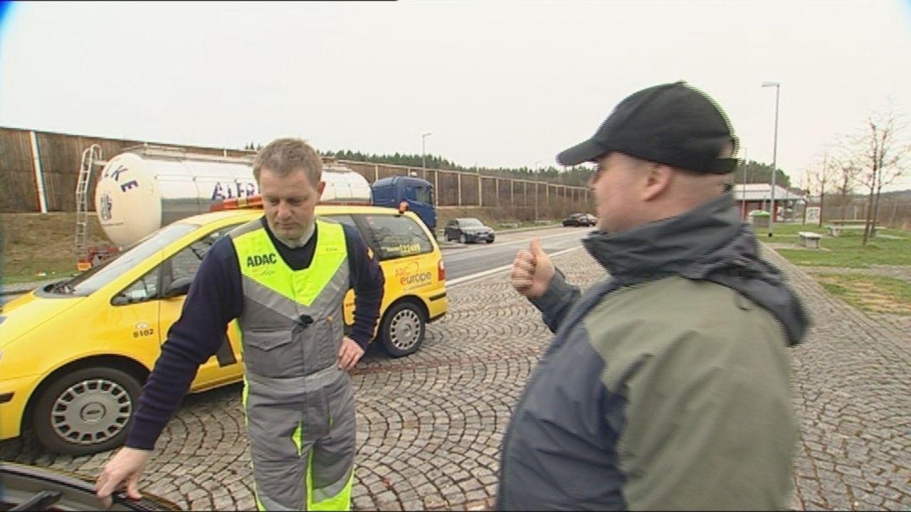 Die SAT.1-Reportage zeigt den Arbeitstag von Stefan Weiß, Gelber Engel des ADAC ... - Bildquelle: SAT.1