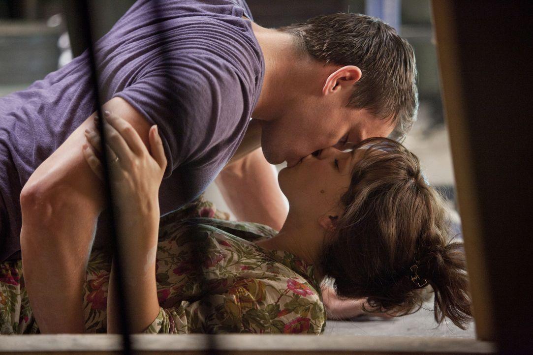 Die große Liebe: Paige (Rachel McAdams, unten) und Leo (Channing Tatum, oben) verbinden leidenschaftliche und tiefe Gefühle. Doch als Paige nach ein... - Bildquelle: Kerry Hayes 2010 Vow Productions, LLC. All rights reserved.