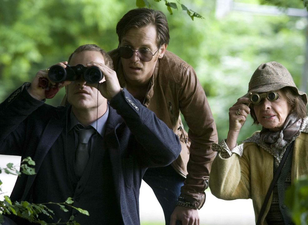 Die Suche nach dem Mörder fordert den Ermittlern Gerry (Johannes Zirner, M.) und Tristan (Marc Ben Puch, l.) viel Improvisationskunst ab, denn alle... - Bildquelle: Erika Hauri SAT. 1