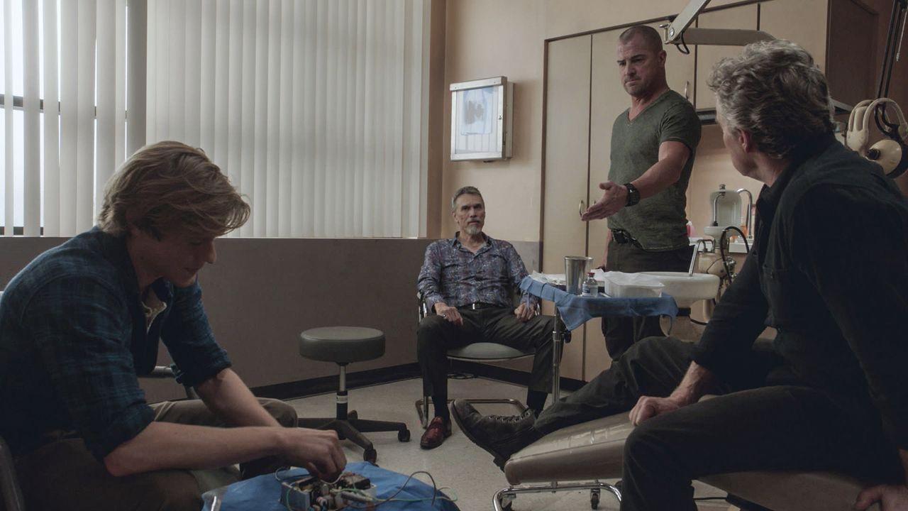 (v.l.n.r.) MacGyver (Lucas Till); Luis Gomez (Marco Rodríguez); Jack Dalton (George Eads); James MacGyver (Tate Donovan) - Bildquelle: 2018 CBS Broadcasting, Inc. All Rights Reserved