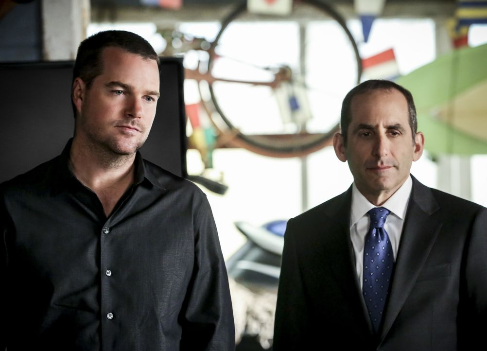 G. Callen (Chris O'Donnell, l.); John Rogers (Peter Jacobson) - Bildquelle: Michael Yarish 2018 CBS Broadcasting, Inc. All Rights Reserved. / Michael Yarish