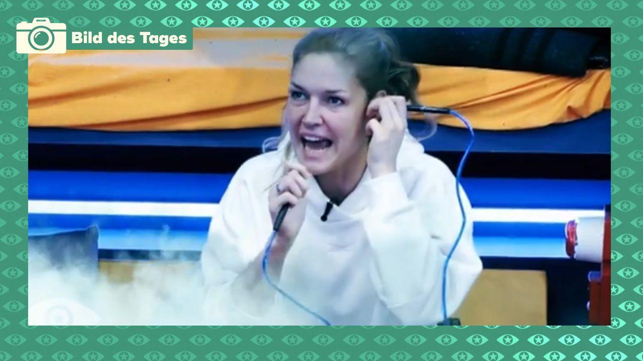 Marie telefoniert mit der Raumstation