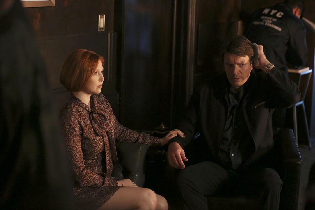 Alexis (Molly C. Quinn, l.) steht ihrem Vater (Nathan Fillion, r.) bei, nachdem ein Psychopath, mit einer Axt bewaffnet, sich seinen Weg in Castles... - Bildquelle: Scott Everett White 2016 American Broadcasting Companies, Inc. All rights reserved.