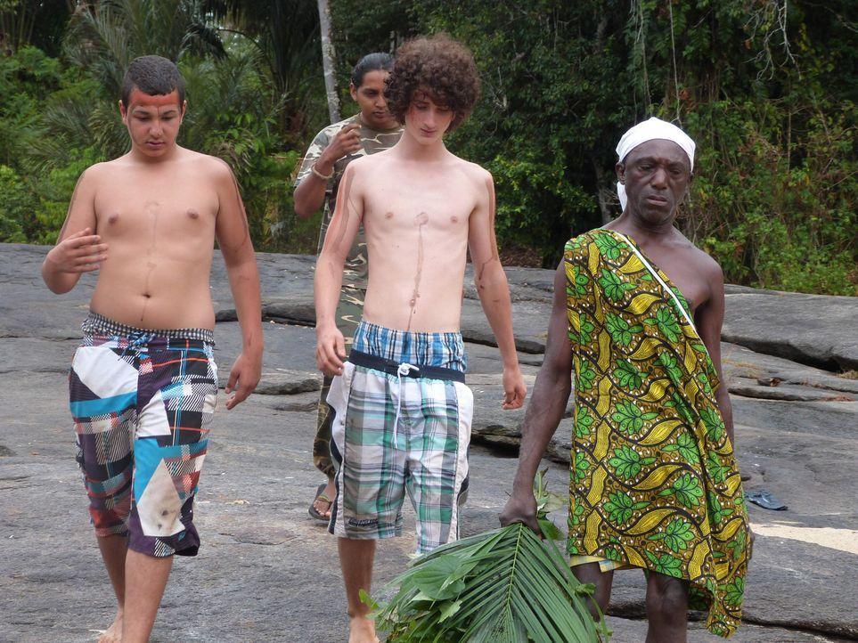 Gastvater Johannes (r.) in Suriname führt in seiner Familie ein strenges Regiment. Wer ihn erlebt, dem wird schnell klar, wer hier der Boss ist. Ab... - Bildquelle: SAT.1