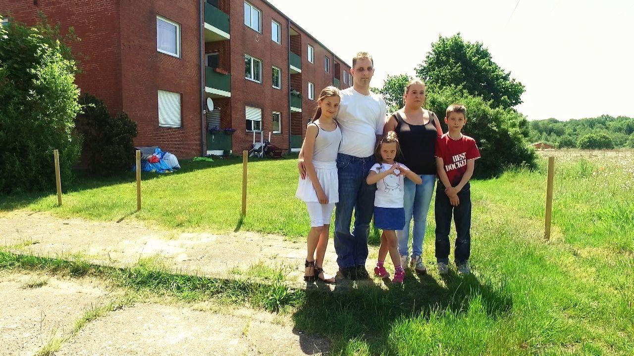 (v.l.n.r.) Alica; Daniel Peter; Jill; Katharina Peter; Taylor - Bildquelle: SAT.1