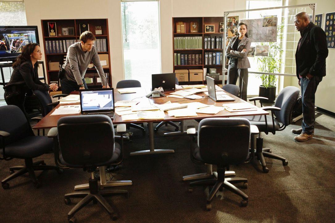 Ein neuer Fall wartet auf Beth (Janeane Garofalo, l.), Sam (Forest Whitaker, r.), Mick (Matt Ryan, 2.v.l.) und Det. Vivian Solis (Karen Olivo, 2.v.r... - Bildquelle: ABC Studios