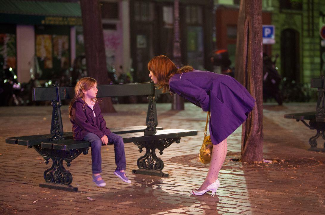 Warum trifft sich Chloé (Odile Vuillemin, r.) nachts mit der kleinen Lili (Fanie Zanini, l.)? - Bildquelle: Jaïr Sfez 2012 BEAUBOURG AUDIOVISUEL