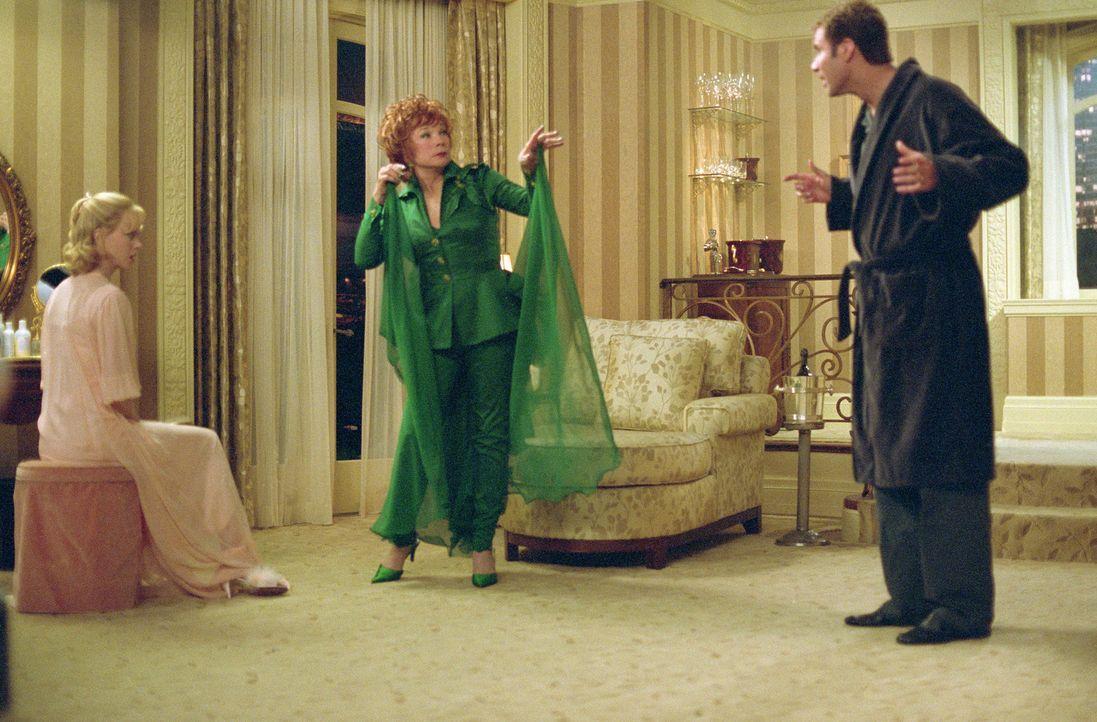 """Gemeinsam stehen Isabel (Nicole Kidman, l.), Jack (Will Ferrell, r.) und Iris (Shirley MacLaine, M.) für ein Remake der legendären Fernsehserie """"V... - Bildquelle: 2005 Columbia Pictures Industries, Inc. All Rights Reserved."""