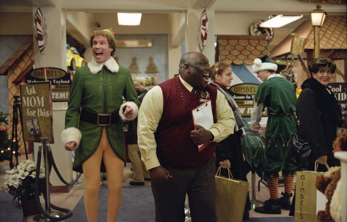 Buddy (Will Ferrell, l.) möchte seiner Umwelt die wahre Bedeutung des Weihnachtsfests nahe zu bringen ... - Bildquelle: Warner Bros. Television