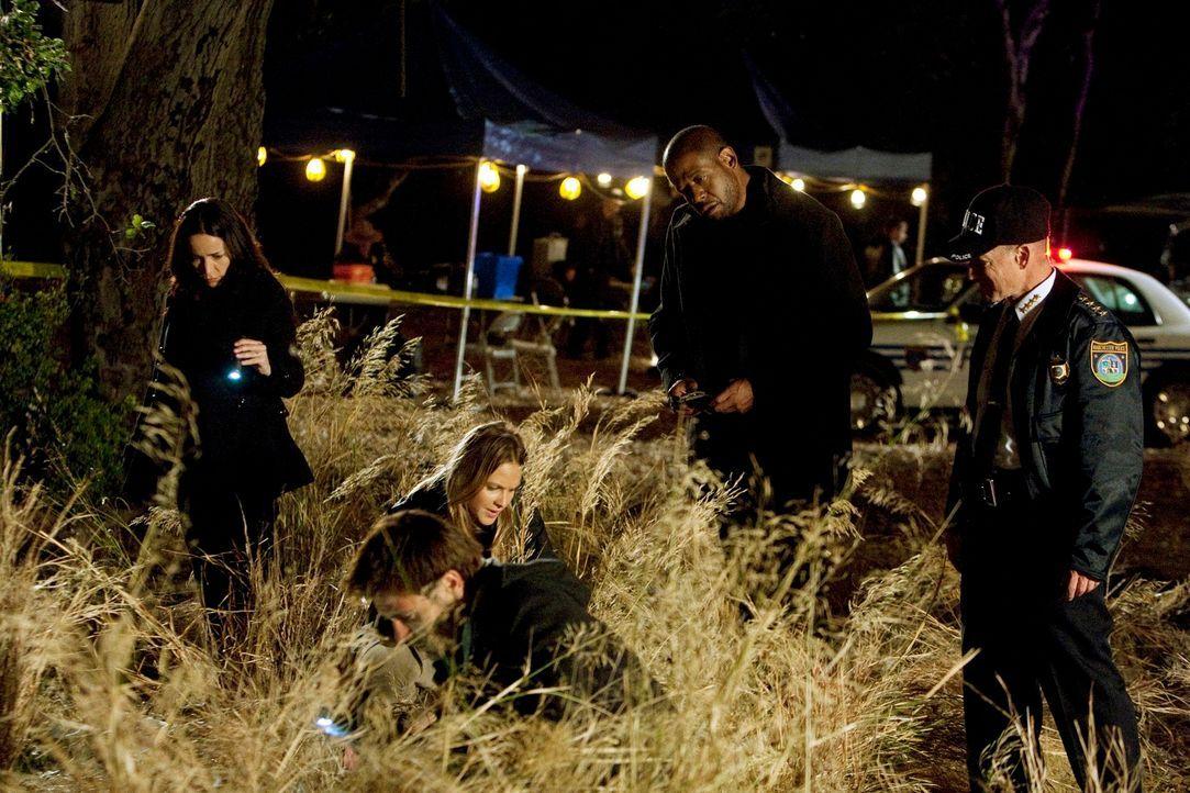Ein neuer Fall beschäftigt Beth (Janeane Garofalo, l.), Mick (Matt Ryan, 2.v.l.), Gina (Beau Garrett, M.), Sam (Forest Whitaker, 2.v.r.) und Police... - Bildquelle: ABC Studios