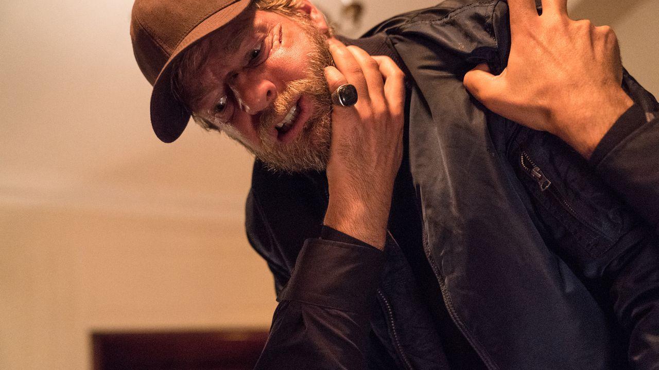 Der geschundene und müde Anger (Henning Baum) bündelt seine letzten Kräfte, um seinem Albtraum endlich ein Ende zu setzen. - Bildquelle: Marc Reimann SAT.1/Marc Reimann